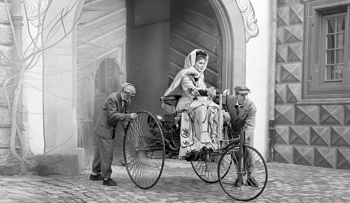 Bertha Benz and Sons setting out on their expedition